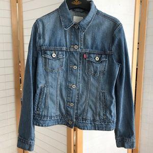 Levi's 100% cotton jean jacket Levis Trucker sz M